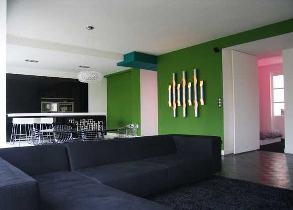 Salon moderne avec du vert anis