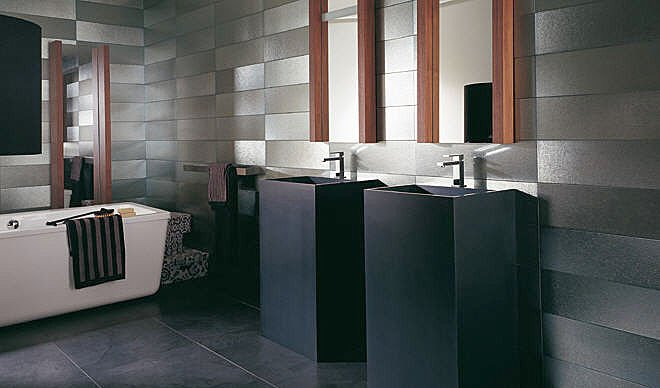 aide pour salle de bain. Black Bedroom Furniture Sets. Home Design Ideas