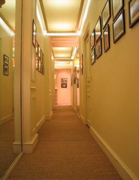 Spots dans le faux plafond du couloir quels choisir for Modele de plafond pour maison