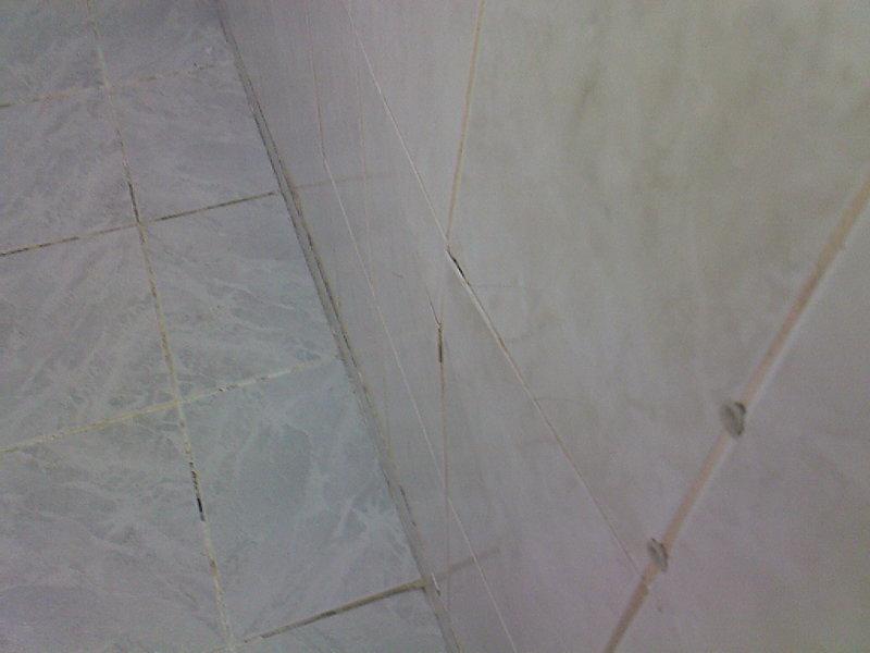 infiltrations d 39 eau sur le mur. Black Bedroom Furniture Sets. Home Design Ideas