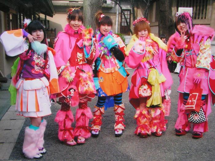 http://i44.servimg.com/u/f44/11/14/70/01/takuya10.jpg