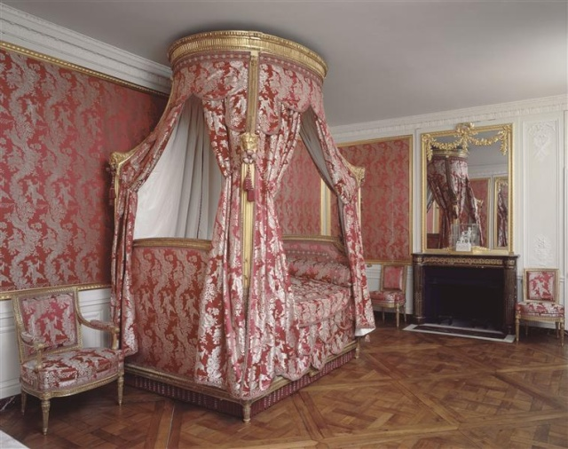Petit trianon entresol et attique for Chambre louis xvi