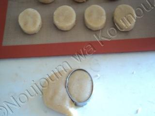 Mkhabez brush embroidery avec découpoir oval et non-pareils mkhabe11.jpg