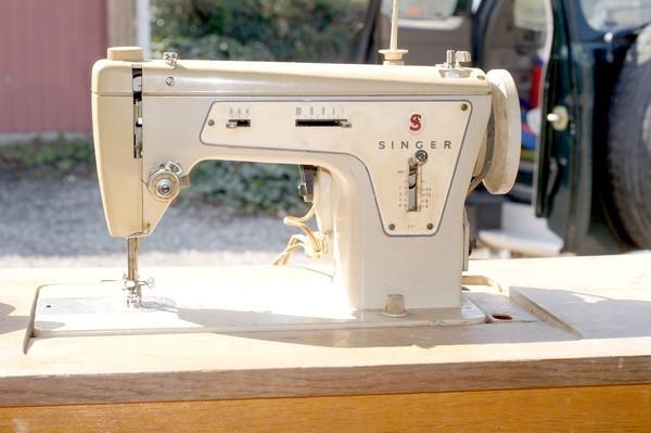 table machine coudre singer. Black Bedroom Furniture Sets. Home Design Ideas