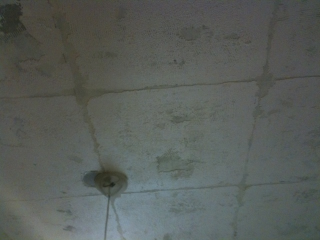 Enlever la colle apres decoller des dalles en polytyrene 8 messages - Plafond dalle polystyrene ...