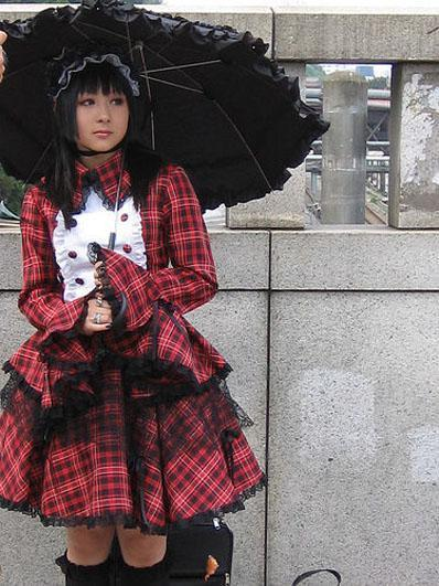 Готическая Лолита, иногда сокращается до GothLoli.